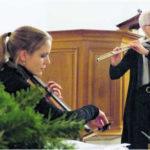 Susanne Müller am Cello und Maya Zimmermann an der Querflöte. Bild Theo Kübler
