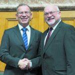 Strahlten gestern um die Wette: Hannes Germann (links) und Ruedi Lustenberger, die frisch gewählten Präsidenten des Ständerates und des Nationalrates. Bild Key