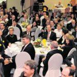 Freunde, Politiker und Vertreter der Wirtschaft feierten in Thayngen die Wahl Hannes Germanns. Bild Selwyn Hoffmann