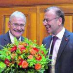 Stabübergabe: Claude Hêche (SP/JU) folgt als Ständeratspräsident auf den Schaffhauser Hannes Germann.Bild Key